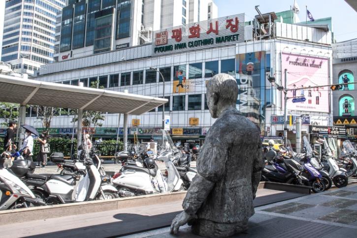 7=평화시장앞 전태일 동상.jpg