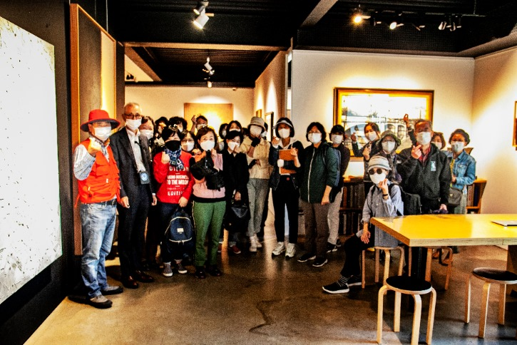 샘터화랑 참가자들 기념촬영.jpg